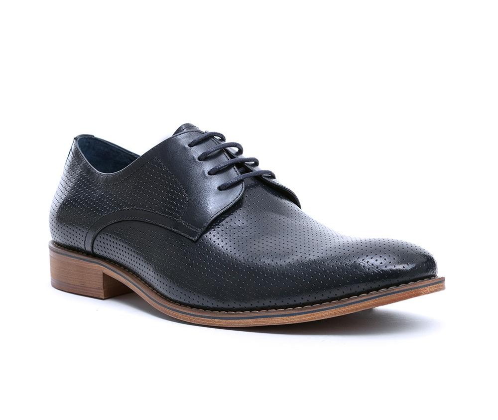 Обувь мужскаяТуфли мужские типа Дерби. Изготовленные по технологии Hand Made и выполнены полностью из натуральной итальянской кожи наивысшего качества. Подошва полностью сделана из качественного синтетического материала. Эта модель идеально подходит для тех кому нравится классика и функциональность.<br><br>секс: мужчина<br>Цвет: синий<br>Размер EU: 41<br>материал:: Натуральная кожа<br>примерная высота каблука (см):: 3