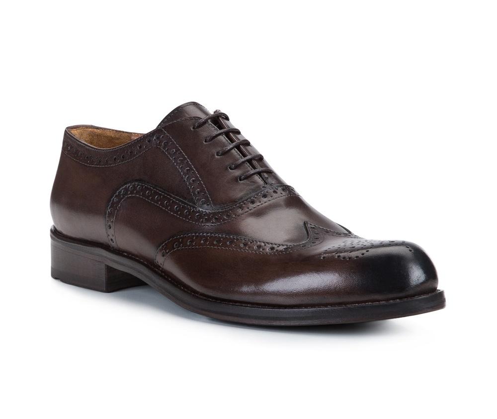 Обувь мужскаяТуфли мужские. Изготовленные по технологии Hand Madeи выполнены полностью из натуральной итальянской кожи наивысшего качества. Подошва  сделана из качественного синтетического материала. Идеальная модель для современного мужчины.<br><br>секс: мужчина<br>Цвет: коричневый<br>Размер EU: 45<br>материал:: Натуральная кожа<br>примерная высота каблука (см):: 3