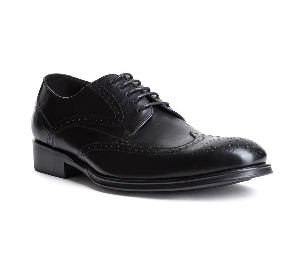 Обувь мужскаяТуфли мужские. Изготовленные по технологии Hand Madeи выполнены полностью из натуральной итальянской кожи наивысшего качества. Подошва  сделана из качественного синтетического материала. Идеальная модель для современного мужчины.<br><br>секс: мужчина<br>Цвет: черный<br>Размер EU: 41<br>материал:: Натуральная кожа<br>примерная высота каблука (см):: 3