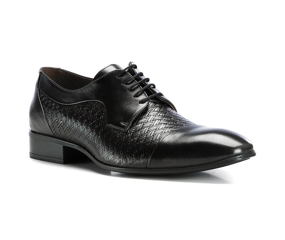 Обувь мужскаяТуфли мужские. Изготовленные по технологии Hand Madeи выполнены полностью из натуральной итальянской кожи наивысшего качества. Подошва  сделана из качественного синтетического материала. Идеальная модель для современного мужчины.<br><br>секс: мужчина<br>Цвет: черный<br>Размер EU: 40<br>материал:: Натуральная кожа<br>примерная высота каблука (см):: 3