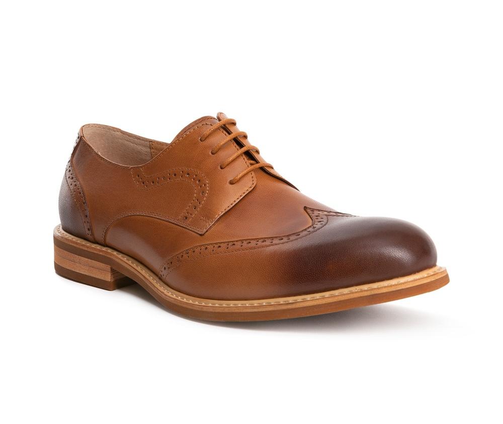 Обувь мужскаяТуфли мужские Дерби, выполнены по технологии Hand Made из натуральной итальянской кожи наивысшего качества.   Подошва сделана из качественного синтетического материала. Модель украшена перфорацией в области носка и по бокам, что вносит  современный акцент в классический дизайн. натуральная кожа  натуральная кожа синтетический материал<br><br>секс: мужчина<br>Цвет: коричневый<br>Размер EU: 39<br>материал:: Натуральная кожа<br>примерная высота каблука (см):: 2,5