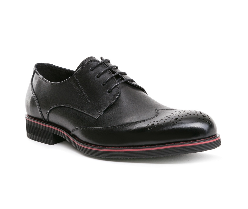 Обувь мужскаяТуфли мужские, выполнены по технологии Hand Made из натуральной итальянской кожи наивысшего качества.  Подошва сделана из качественного синтетического материала. Туфли являются обязательным элементом базового гардероба и идеально сочетаются с классическим стилем. натуральная кожа  натуральная кожа синтетический материал<br><br>секс: мужчина<br>Цвет: черный<br>Размер EU: 43<br>материал:: Натуральная кожа<br>примерная высота каблука (см):: 2,5