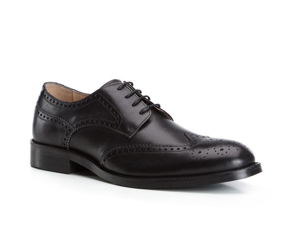 Обувь мужскаяТуфли мужские, выполнены по технологии Hand Made из натуральной итальянской кожи наивысшего качества.  Подошва сделана из качественного синтетического материала. Изысканная отделка  придаст неповторимый характер каждому образу. натуральная кожа  натуральная кожа синтетический материал<br><br>секс: мужчина<br>Цвет: черный<br>Размер EU: 39<br>материал:: Натуральная кожа<br>примерная высота каблука (см):: 3