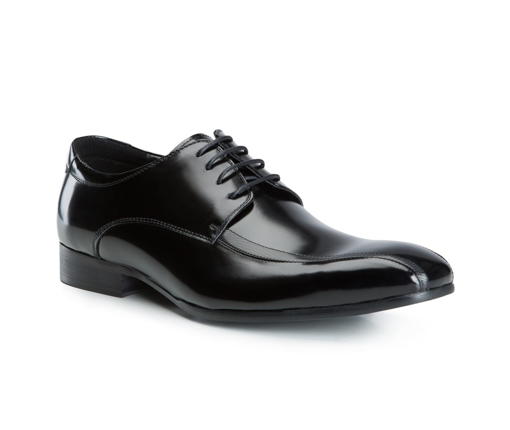 Обувь мужскаяТуфли мужские типа Дерби. Изготовленные по технологии Hand Made и выполнены полностью из натуральной итальянской кожи наивысшего качества. Подошва полностью сделана из качественного синтетического материала. Эта модель идеально подходит для тех кому нравится классика и функциональность.<br><br>секс: мужчина<br>Цвет: черный<br>Размер EU: 45<br>материал:: Натуральная кожа<br>примерная высота каблука (см):: 3