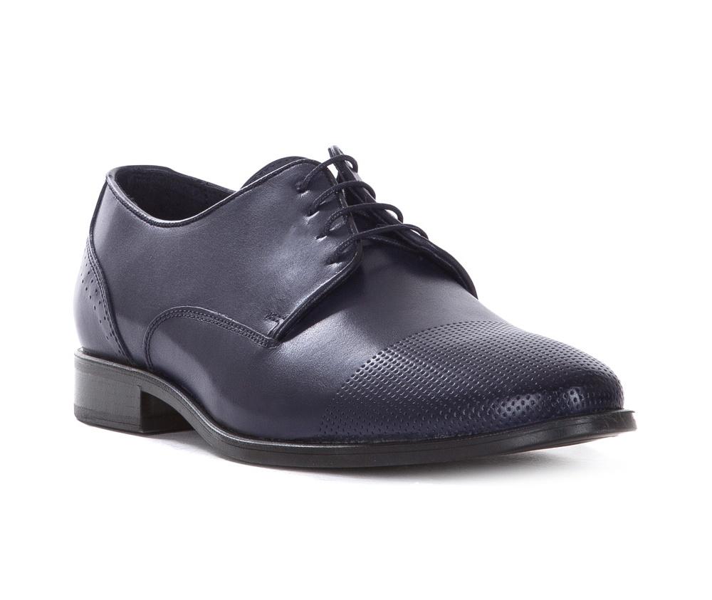 Обувь мужскаяТуфли мужские типа Дерби. Изготовленные по технологии Hand Made выполнены полностью из натуральной итальянской кожи наивысшего качества. Подошва полностью сделана из качественного синтетического материала. Эта модель идеально подходит для тех кому нравится классика и функциональность.<br><br>секс: мужчина<br>Цвет: синий<br>Размер EU: 43<br>материал:: Натуральная кожа<br>примерная высота каблука (см):: 3
