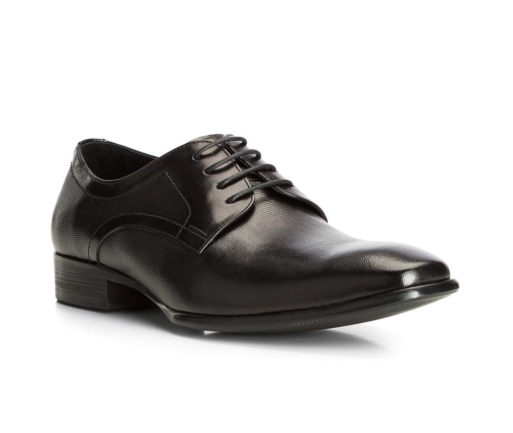 Обувь мужскаяТуфли мужские. Изготовленные по технологии Hand Made выполнены полностью из натуральной итальянской кожи наивысшего качества. Подошва  сделана из качественного синтетического материала. Эта модель безусловно, должна привлечь внимание мужчин, которые любят свободный городской стиль.<br><br>секс: мужчина<br>Цвет: черный<br>Размер EU: 40<br>материал:: Натуральная кожа<br>примерная высота каблука (см):: 3
