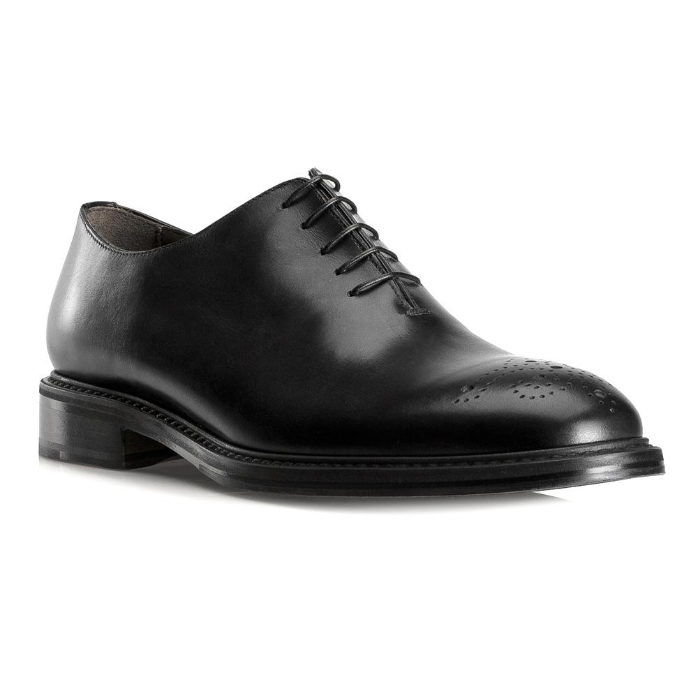 Обувь мужскаяТуфли мужские типа Оксфорды. Изготовленные по технологии Hand Made выполнены полностью из натуральной итальянской кожи наивысшего качества. Подошва полностью сделана из качественного синтетического материала. Отличительной чертой этой линии от других моделей, является серебряный значок с логотипом WITTCHEN, расположенный на подошве. Эта модель идеально подходит для тех кому нравится классика и функциональность.<br><br>секс: мужчина<br>Цвет: черный<br>Размер EU: 43.5<br>материал:: Натуральная кожа<br>примерная высота каблука (см):: 3