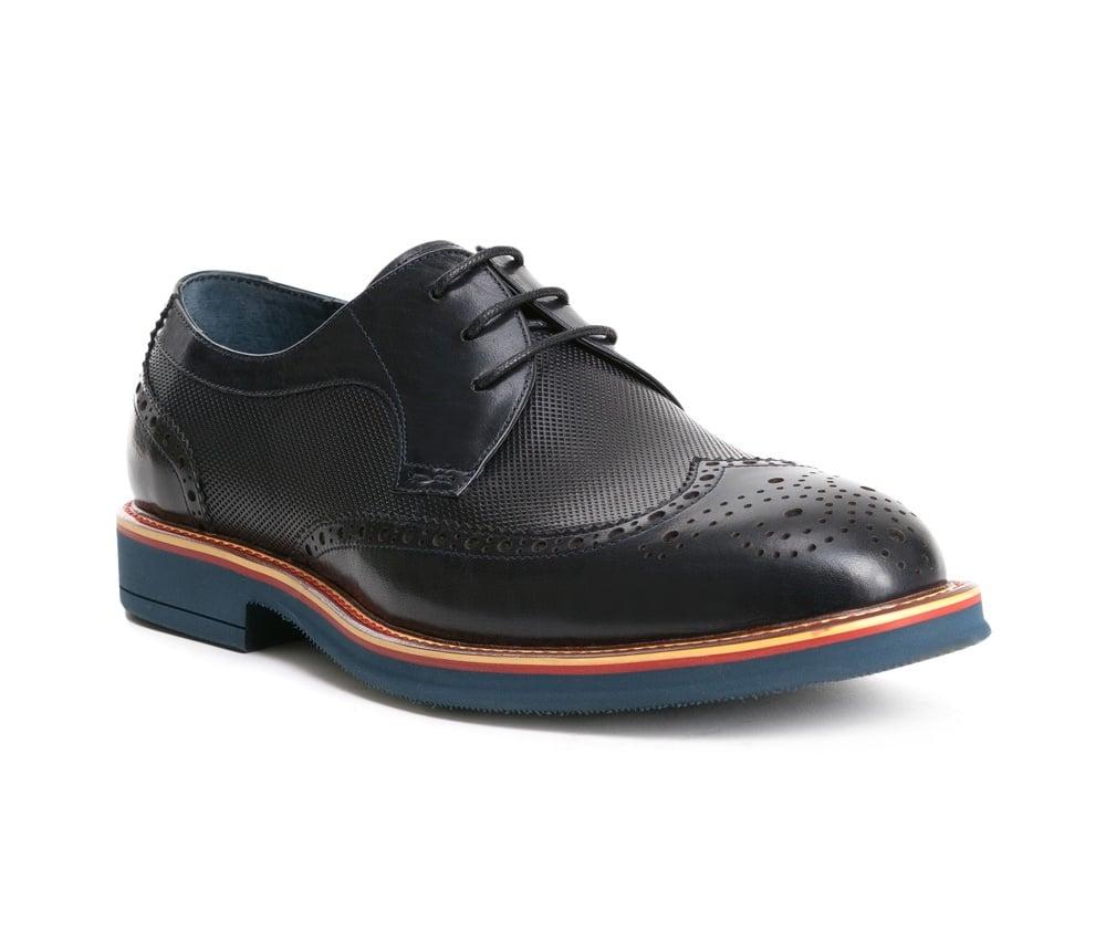 Обувь мужскаяТуфли мужские, выполнены по технологии Hand Made из натуральной итальянской кожи наивысшего качества.  Подошва сделана из качественного синтетического материала. Модель с роскошной отделкой придаст характер каждому мужскому образу. натуральная кожа  натуральная кожа синтетический материал<br><br>секс: мужчина<br>Цвет: синий<br>Размер EU: 42<br>материал:: Натуральная кожа<br>примерная высота каблука (см):: 3