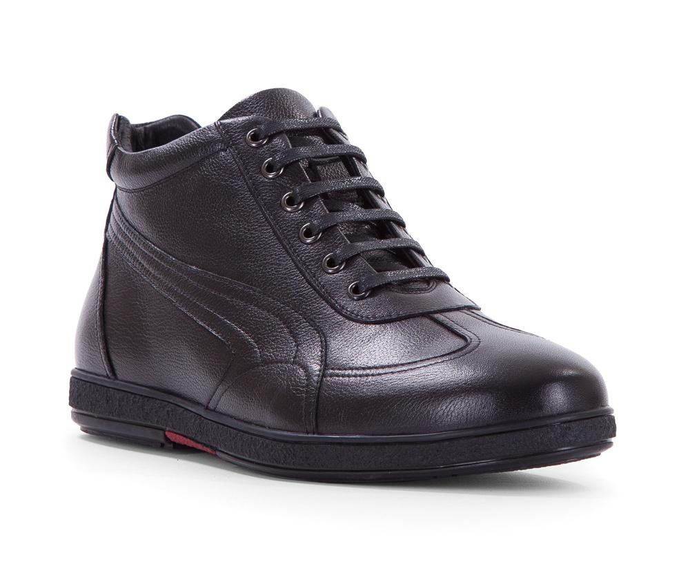 Обувь мужскаяТуфли мужские. Изготовленные по технологии Hand Made выполнены полностью из натуральной итальянской кожи наивысшего качества. Подошва  сделана из качественного синтетического материала. Эта модель безусловно, должна привлечь внимание мужчин, которые любят свободный городской стиль.<br><br>секс: мужчина<br>Цвет: черный<br>Размер EU: 42<br>материал:: Натуральная кожа<br>примерная высота голенища (см): 10,5