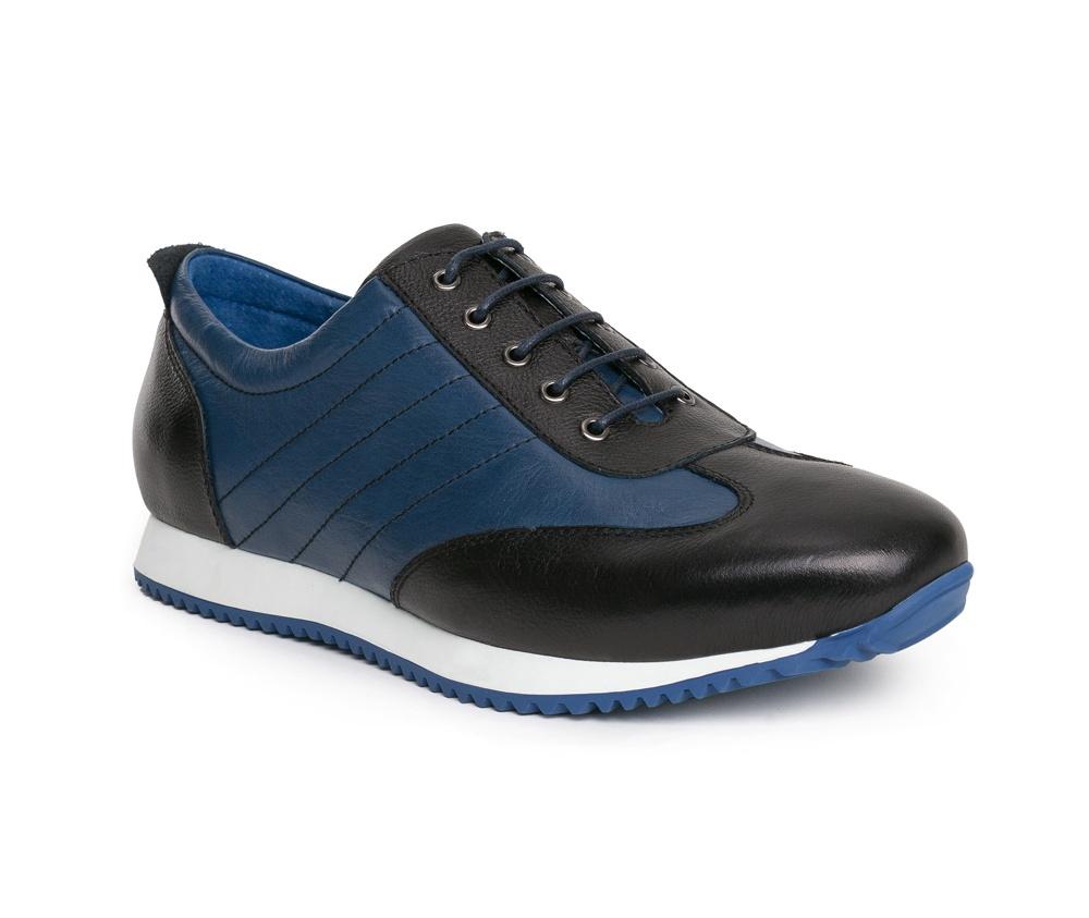 Обувь мужскаяТуфли мужские, выполнены по технологии Hand Made из натуральной итальянской кожи наивысшего качества.  Подошва сделана из качественного синтетического материала. Непринужденный стиль был достигнут благодаря сочетанию  материалов высокого качества и  спортивного фасона.  натуральная кожа  натуральная кожа синтетический материал<br><br>секс: мужчина<br>Цвет: синий<br>Размер EU: 43<br>материал:: Натуральная кожа
