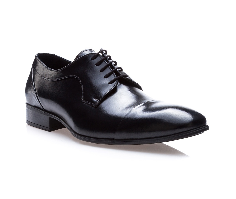 Обувь мужскаяТуфли мужские типа Дерби. Изготовленные по технологии \Hand Made\ и выполнены полностью из натуральной итальянской кожи наивысшего качества. Подошва полностью сделана из качественного синтетического материала. Эта модель идеально подходит для тех кому нравится классика и функциональность.<br><br>секс: мужчина<br>Цвет: черный<br>Размер EU: 42