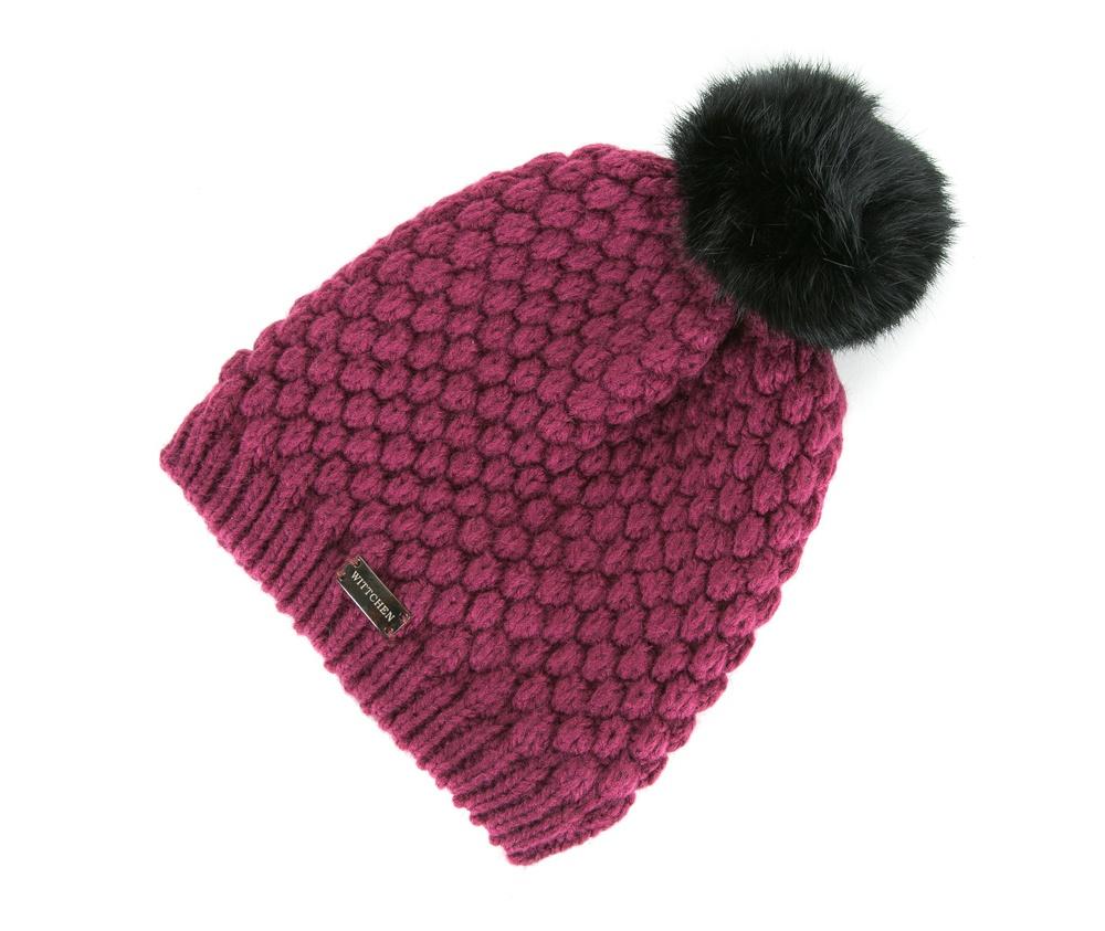 Шапка женскаяЖенская шапка из высококачественного материала с интересным плетением нити. Помпон из натурального меха енота украшает верх шапки чем придает  элегантности в повседневный стиль.<br><br>секс: женщина<br>материал:: Акрил