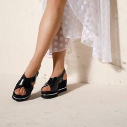 Damskie sandały na koturnie ze skóry w krokodyli wzór, czarny, 92-D-100-1-36, Zdjęcie 1
