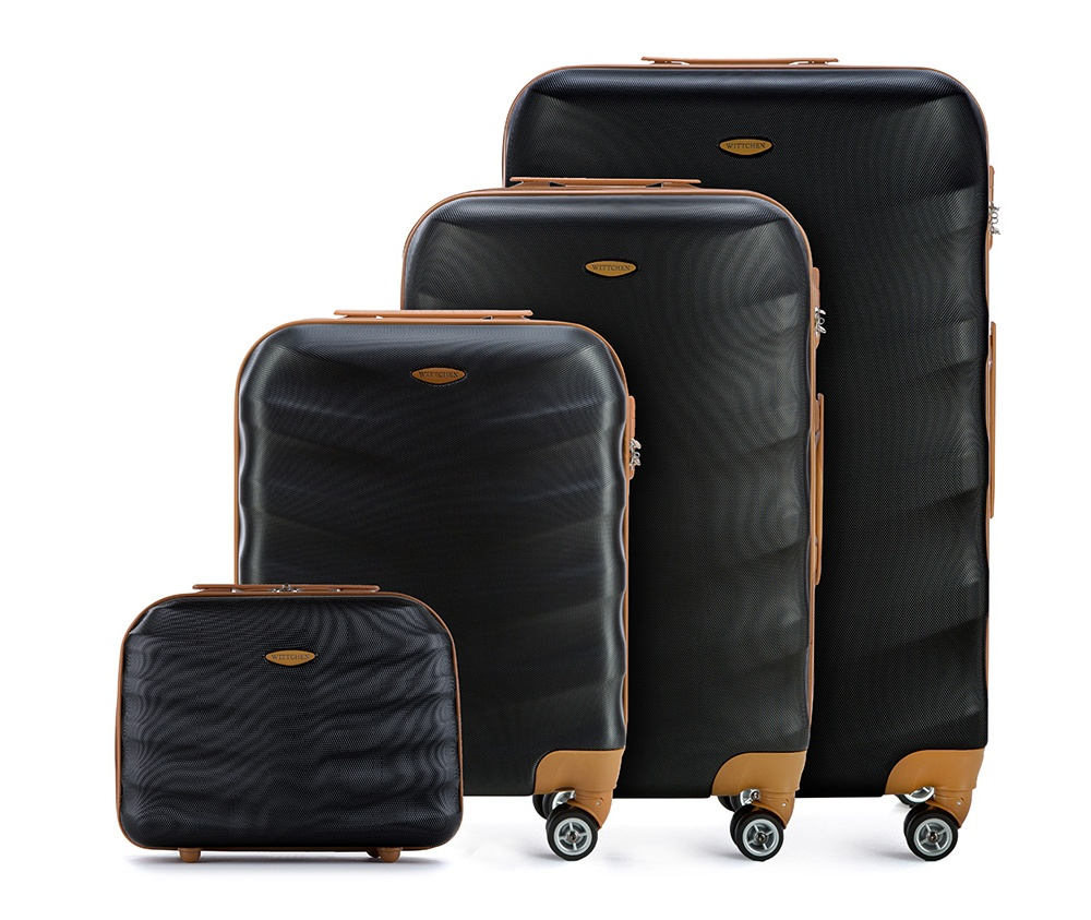 Комплект чемодановКомплект чемоданов  из коллекции J-Line, сделана из прочного поликарбоната. Чемоданы имеют четыре колесика, выдвижную ручку и резиновую ручку сбоку. Главное отделение на молнии, разделено на две части: одно отделение с фиксирующими ремнями для одежды, второе отделение закрывается на молнию, внутренний карман на молнии. Все модели с кодовым замком. В комплект входит так же косметичка.<br><br>секс: унисекс<br>Цвет: черный<br>материал:: ABS пластик<br>высота (см):: 53 - 67 - 77 - 29<br>ширина (см):: 40 - 45 - 50 - 35<br>глубина (см):: 20 - 25 - 29 - 17<br>размер:: комплект<br>объем (л):: 31 - 57 - 86 - 12<br>вес (кг):: 2.7 - 3.6 - 4.2 - 1<br>Комплекты: так