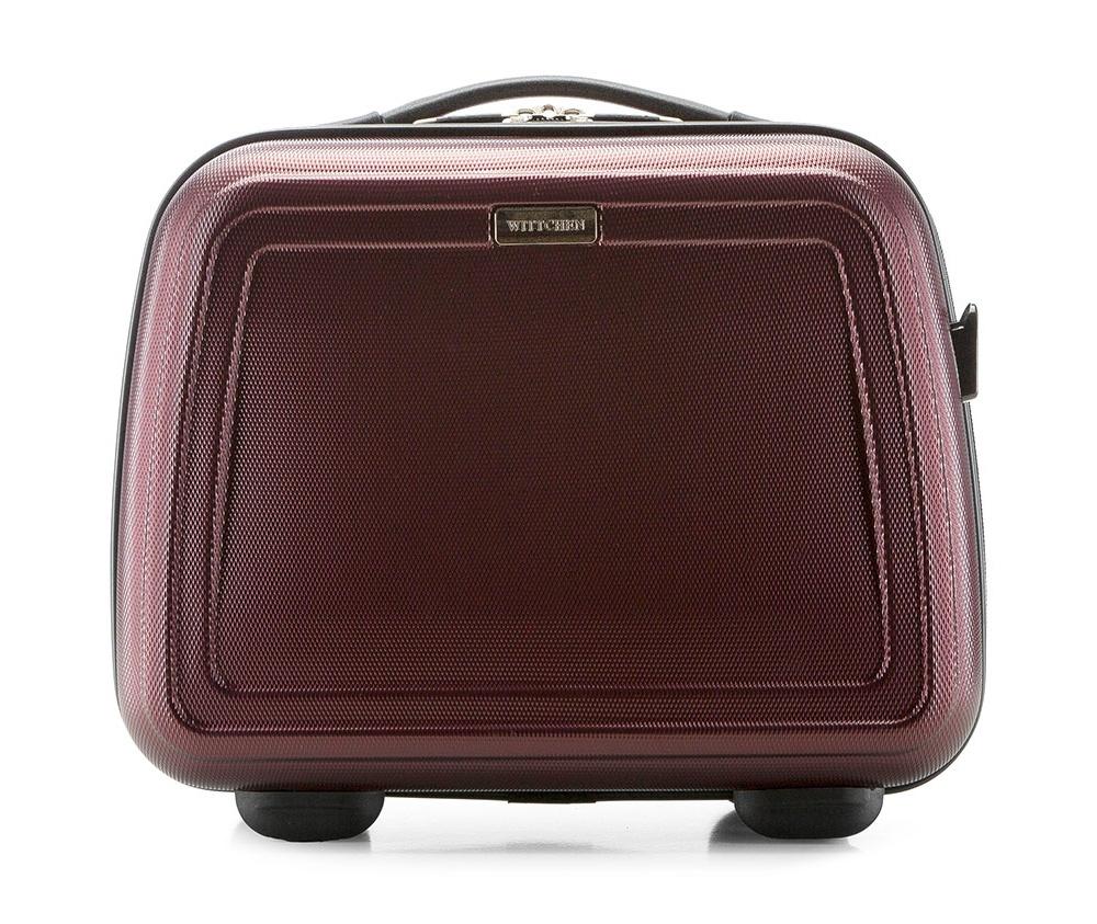 Бьюти-кейсБьюти-кейс из коллекцииWave Line, выполнен из высокопрочного пластика ABS. Имеет удобную ручку, съемный регулируемый плечевой ремень и может крепится на рукоятке чемодана.&#13;<br>Особенности модели: &#13;<br>&#13;<br>    основное отделение с эластичными ремешками;&#13;<br>    клапан с застежкой;&#13;<br>    3 кармана для мелких предметов,  один из которых на молнии.<br><br>секс: унисекс<br>Цвет: красный<br>материал:: ABS пластик<br>подкладка:: полиэстер 210D<br>высота (см):: 30<br>ширина (см):: 34<br>глубина (см):: 17<br>вес (кг):: 1<br>объем (л):: 12