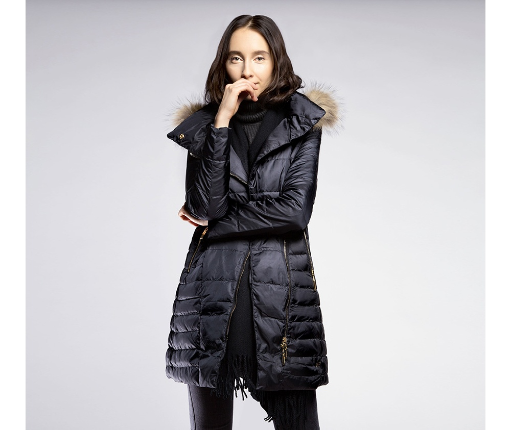 Пальто женскоеПальто женское<br><br>секс: женщина<br>Цвет: черный<br>Размер INT: XL<br>материал:: Нейлон<br>подкладка:: полиэстр<br>примерная общая длина (см):: 105