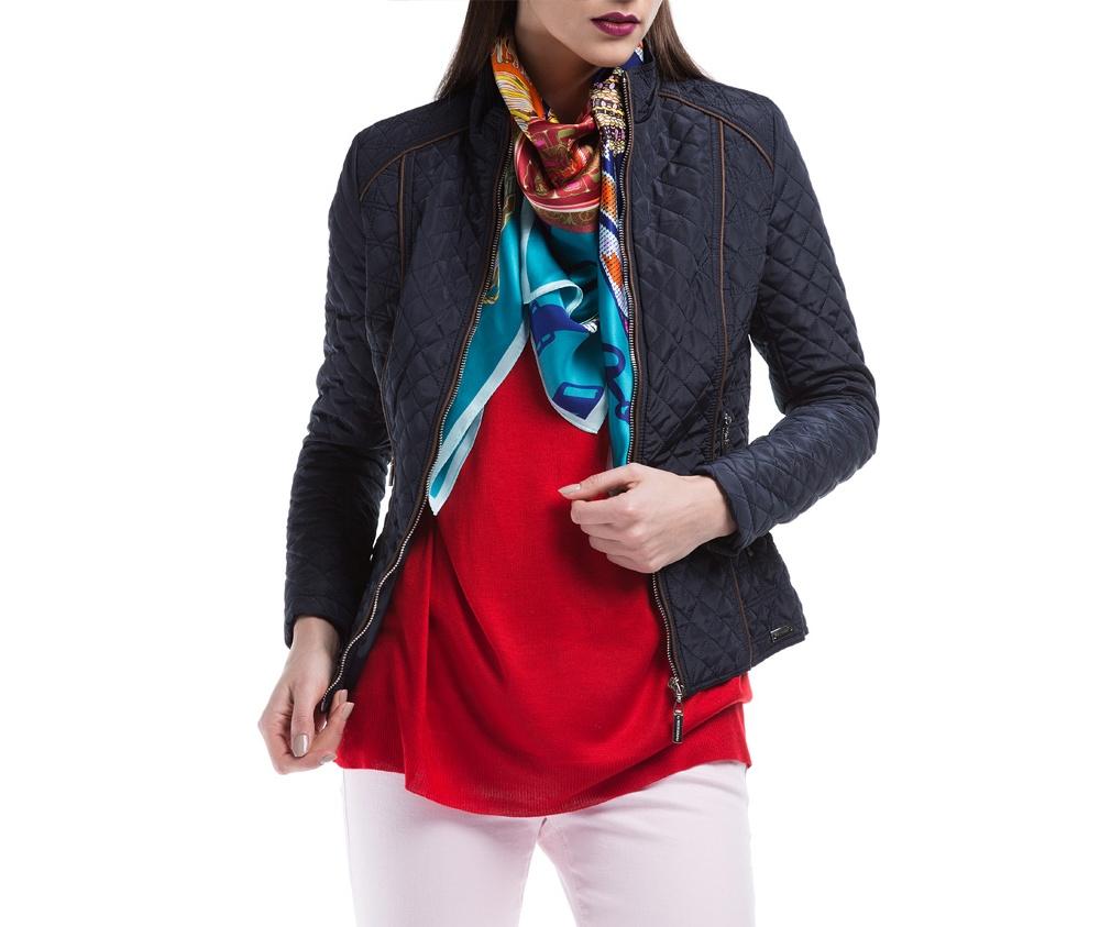 Куртка ЖенскаяКуртка женская изготовлена из материала высокого качества, утепленная натуральным пухом. Модель застегивается на молнию, Воротник-стойка. Имеет 2 кармана на молнии. Куртка очень теплая и при этом очень легкая. Отстрочки по бокам модели подчеркивают женский силуэт.<br><br>секс: женщина<br>Размер INT: M