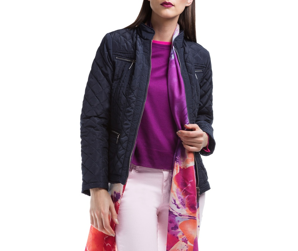 Куртка ЖенскаяКуртка женская изготовлена из материала высокого качества, утепленная натуральным пухом. Модель застегивается на молнию, и воротник-стойку. Имеет 2 кармана на молнии. Куртка очень теплая и при этом очень легкая. Отстрочки по бокам модели подчеркивают женский силуэт.<br><br>секс: женщина<br>Цвет: синий<br>Размер INT: XL