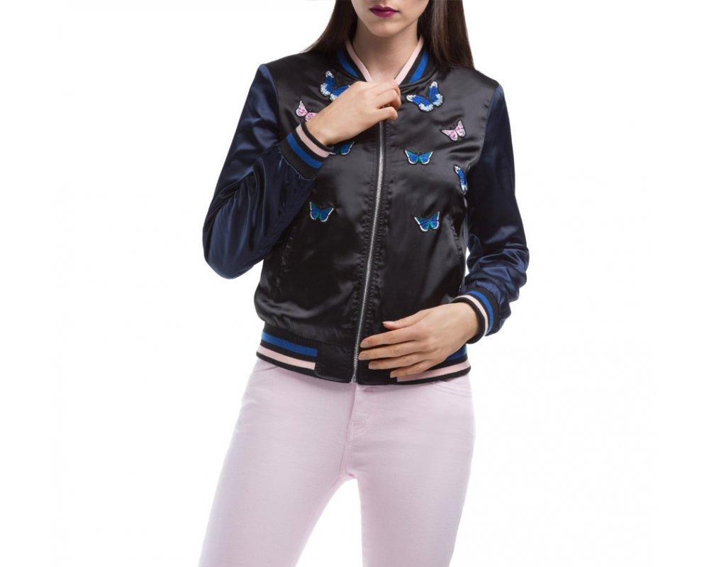 Куртка ЖенскаяКуртка изготовлена ??из высококачественного материала. Модель застегивается на молнию, с коротким стоячим воротником, имеет два открытых кармана. Куртка очень легкая, и комфортная. Интересный узор украшающий куртку, добавит стиля каждой даме.<br><br>секс: женщина<br>Размер INT: M