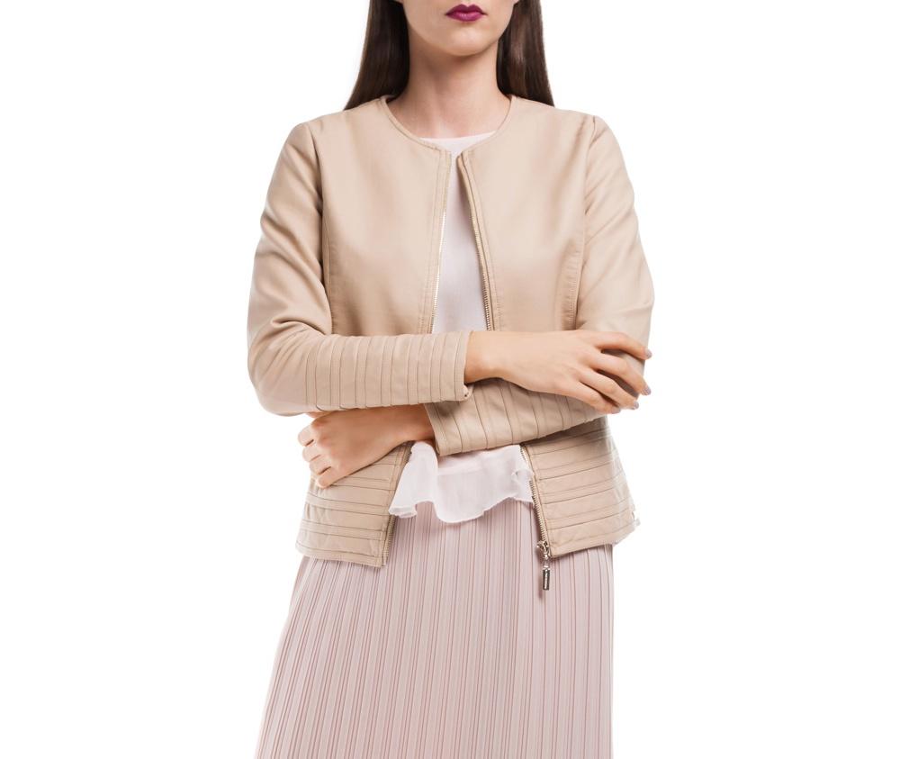 Куртка ЖенскаяКуртка изготовлена ??из высококачественного материала. Модель застегивается на молнию. Куртка очень легкая, и комфортная.<br><br>секс: женщина<br>Размер INT: XXL