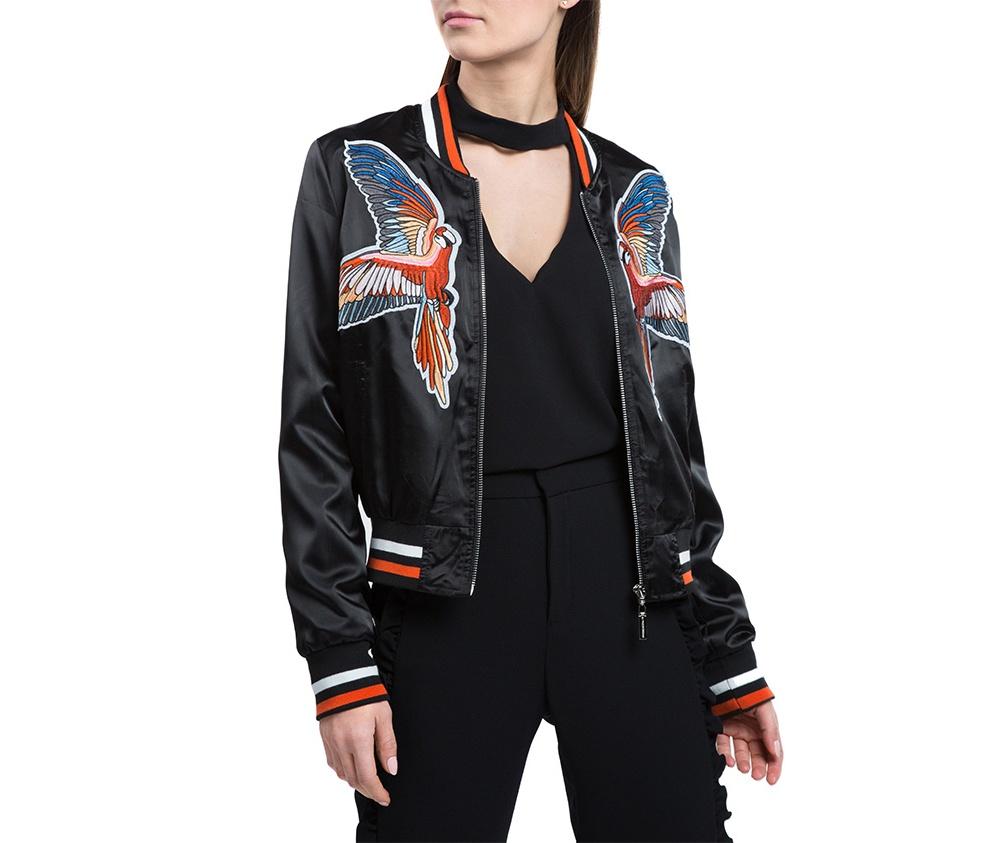 Куртка женскаяКуртка изготовлена ??из высококачественного материала. Модель застегивается на молнию,  с коротким стоячим воротником, имеет два открытых кармана. Куртка очень легкая, и комфортная. Интересный узор украшающий куртку, добавит стиля каждой даме.<br><br>секс: женщина<br>Цвет: черный<br>Размер INT: XXL<br>материал:: Полиэстер<br>подкладка:: полиэстер<br>примерная общая длина (см):: 55