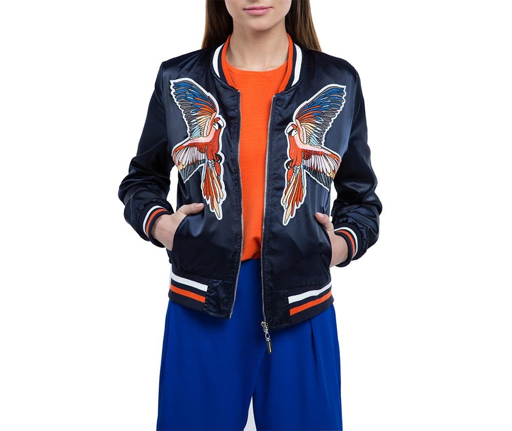Куртка женскаяКуртка изготовлена ??из высококачественного материала. Модель застегивается на молнию,  с коротким стоячим воротником, имеет два открытых кармана. Куртка очень легкая, и комфортная. Интересный узор украшающий куртку, добавит стиля каждой даме.<br><br>секс: женщина<br>Цвет: синий<br>Размер INT: S<br>материал:: Полиэстер<br>подкладка:: полиэстер<br>примерная общая длина (см):: 55
