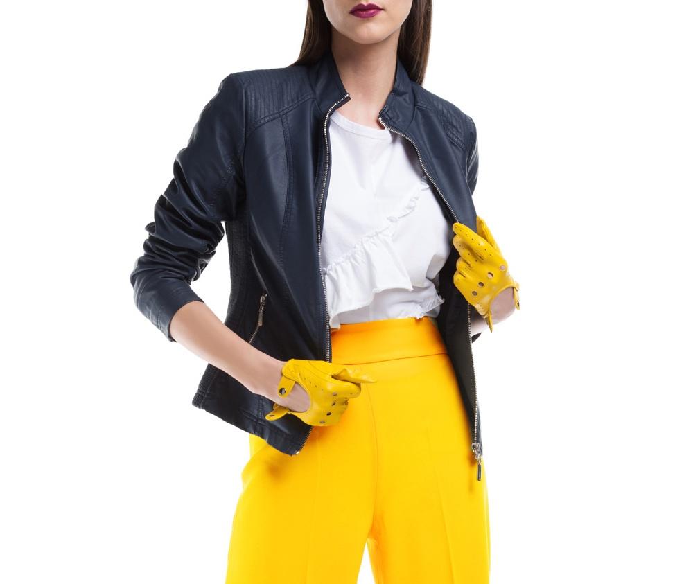 Куртка ЖенскаяКуртка изготовлена ??из высококачественных материалов, которые обеспечивают комфорт. Модель на застегивается с помощью молнии, со стоячим воротником. Имеет два внешних кармана на молнии. Интересные швы на плечах и локтях добавляют неповторимый акцент.<br><br>секс: женщина<br>Цвет: синий<br>Размер INT: L