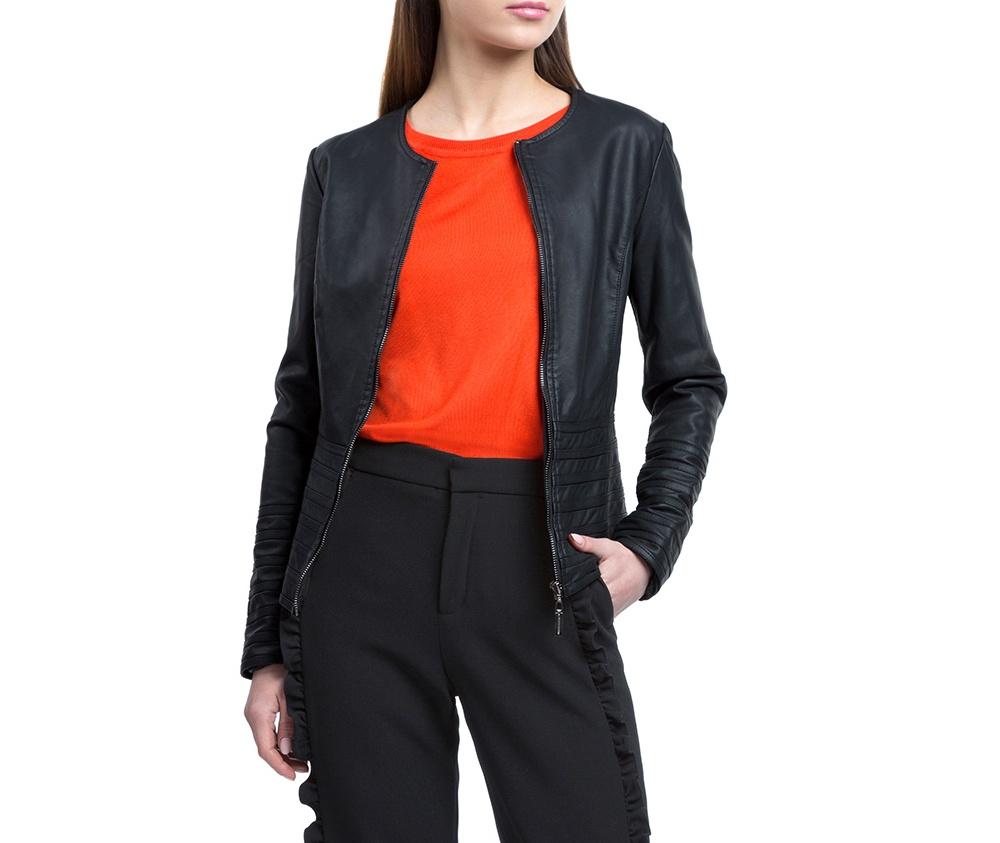 Куртка женскаяКуртка изготовлена ??из высококачественного материала. Модель застегивается на молнию. Куртка очень легкая, и комфортная.<br><br>секс: женщина<br>Цвет: черный<br>Размер INT: XL<br>материал:: Полиуретан<br>подкладка:: полиэстер<br>примерная общая длина (см):: 60
