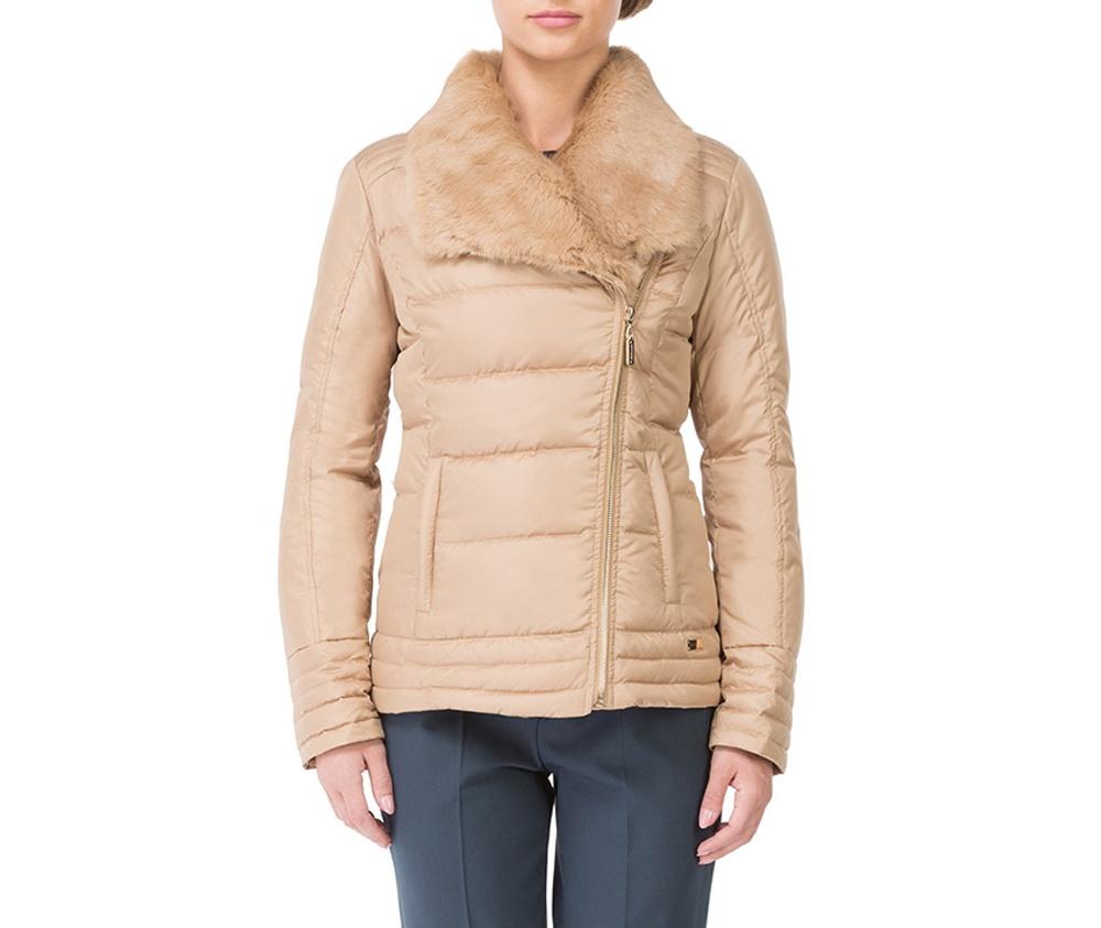 Куртка женскаяКороткая куртка женская изготовлена из полиэстера. Модель застегивается на молнию. Дополнительно два внешних кармана на молнии и высокий воротник-стойка.Спортивный стиль куртки и модный покрой идеально подходят для повседневного стиля<br><br>секс: женщина<br>Цвет: бежевый<br>Размер INT: XXL<br>материал:: Полиэстер<br>подкладка:: полиэстер<br>примерная общая длина (см):: 58