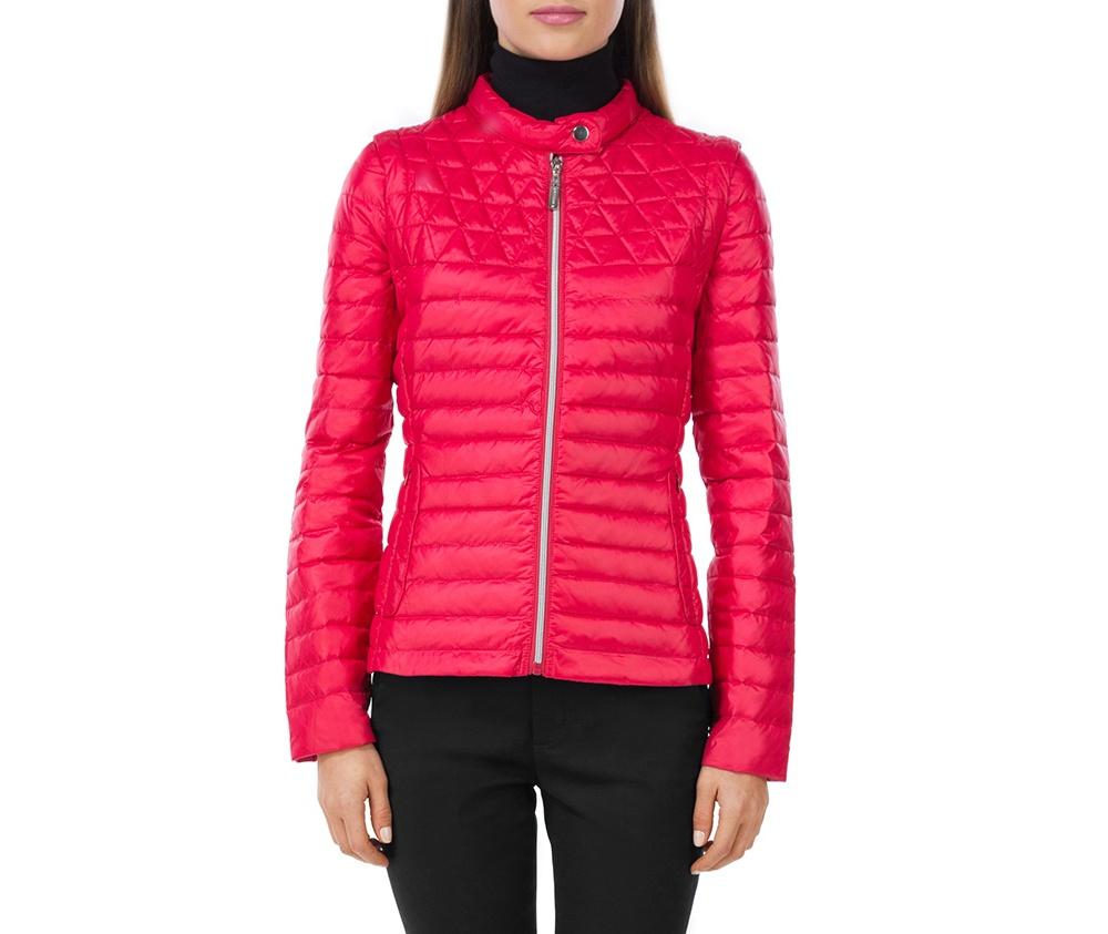 Куртка женскаяКуртка женская изготовлена из материала высокого качества, утепленная натуральным пухом. Модель застегивается на молнию, Воротник-стойка. застегивающийся на кнопку. Имеет 2 кармана на молнии. Куртка очень легкая и при этом очень теплая. Благодаря съемным рукавам на молнии куртка может превратиться в удобную жилетку.<br><br>секс: женщина<br>Размер INT: S<br>материал:: Нейлон<br>подкладка:: нейлон<br>примерная общая длина (см):: 59