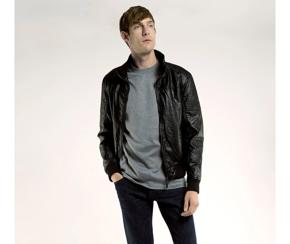 Куртка мужскаяКуртка мужская<br><br>секс: мужчина<br>Цвет: черный<br>Размер INT: M<br>материал:: Екокожа<br>подкладка:: полиэстр<br>примерная общая длина (см):: 65
