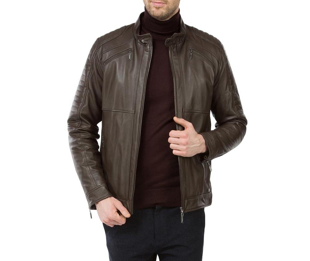 Куртка мужскаяМужская куртка из натуральной, мягкой кожи застегивается на молнию с воротником стойкой на кнопке. Дополнительно 4 внешних кармана на молнии и открытым внутренним карманом. Благодаря классическому крою , куртка идеально сочетается с многими стилями.<br><br>секс: мужчина<br>Цвет: коричневый<br>Размер INT: L<br>материал:: Натуральная кожа<br>подкладка:: полиэстер<br>примерная общая длина (см):: 70