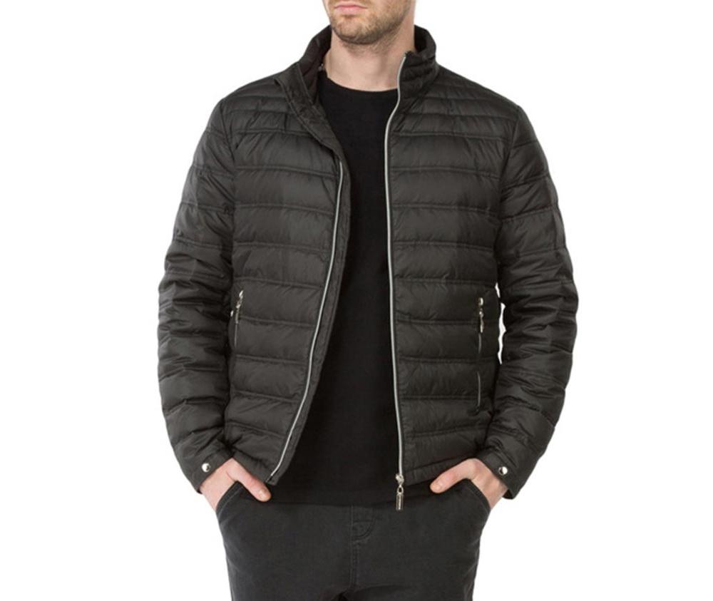 Куртка мужскаяМужская куртка ,сделана из материалов высокого качества. Модель застегивается на молнию, Воротник-стойка. Имеет 2 кармана внешних на молнии и 2 открытых кармана внутренних. Модель наполнена натуральным пухом. Благодаря современному дизайну куртка подойдет для повседневного использования.<br><br>секс: мужчина<br>Цвет: черный<br>Размер INT: M<br>материал:: Полиэстер<br>подкладка:: полиэстер<br>примерная общая длина (см):: 67