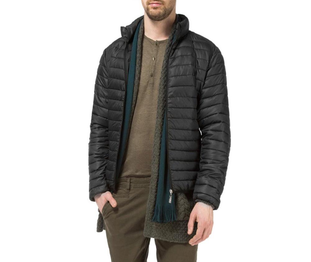 Куртка мужскаяМужская куртка ,сделана из материалов высокого качества. Модель застегивается на молнию, Воротник-стойка. Имеет 2 кармана внешних на молнии и 2 внутренних открытых кармана кармана. Модель идеально сочетается со спортивным стилем.<br><br>секс: мужчина<br>Цвет: черный<br>Размер INT: S<br>материал:: Полиэстер<br>подкладка:: полиэстер<br>примерная общая длина (см):: 66