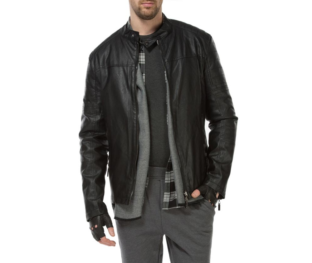 Куртка мужскаяМужская куртка изготовлена из экологической, мягкой кожи. Застегивается на молнию. Воротник стойка на кнопке. Имеет 2 кармана внешних на молнии и внутренний карман на пуговице. Благодаря классическому крою , куртка идеально сочетается с многими стилями.<br><br>секс: мужчина<br>Цвет: черный<br>Размер INT: L<br>материал:: Натуральная кожа<br>подкладка:: полиэстер<br>примерная общая длина (см):: 64