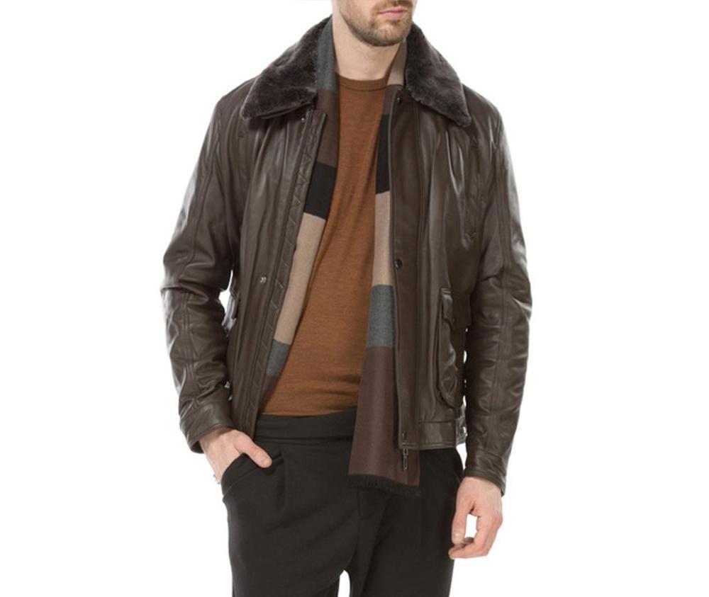 Куртка мужскаяМужская куртка из натуральной, мягкой кожи. Модель застегивается на молнию, имеет съемный утепленный воротник. Кроме того, имеет четыре внешних кармана - 2 на молнии и 2 на кнопках ,а также открытый внутренний карман. Модель идеально подходит для мужчин, которые любят выделиться и одновременно ценят комфорт.<br><br>секс: мужчина<br>Цвет: коричневый<br>Размер INT: S<br>материал:: Натуральная кожа<br>подкладка:: полиэстер