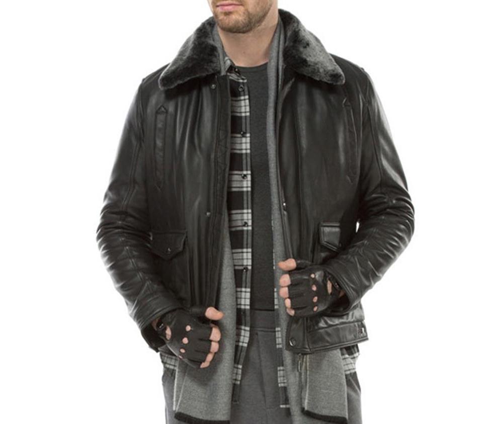 Куртка мужскаяМужская куртка из натуральной, мягкой кожи. Модель застегивается на молнию, имеет съемный утепленный воротник. Кроме того, имеет четыре внешних кармана - 2 на молнии и 2 на кнопках ,а также открытый внутренний карман. Модель идеально подходит для мужчин, которые любят выделиться и одновременно ценят комфорт.<br><br>секс: мужчина<br>Цвет: черный<br>Размер INT: XXL<br>материал:: Натуральная кожа<br>подкладка:: полиэстер