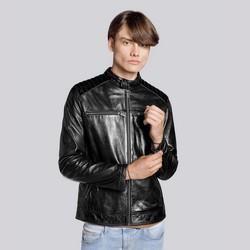 Męska kurtka ze skóry z pikowaniem na ramionach, czarny, 93-09-853-1-M, Zdjęcie 1