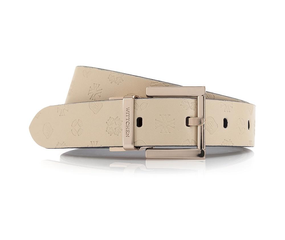 Ремень женский Wittchen 84-8D-300-0, кремовыйРемень женский кожаный. Пряжка выполнена из алюминия и цинка, не содержит никеля. Характерная особенность ремня это тиснение логотипа бренда по всей поверхности. Такая модель хорошо подойдет женщинам которые любят яркие аксессуары . Длинна ремня измеряется от пряжки до средней дырки. Каждый ремень упакован в бархатный мешочек с логотипом Wittchen. *Длина ремня измеряется от пряжки до центрального отверстия.<br><br>секс: женщина<br>Цвет: бежевый<br>Размер INT: XXL