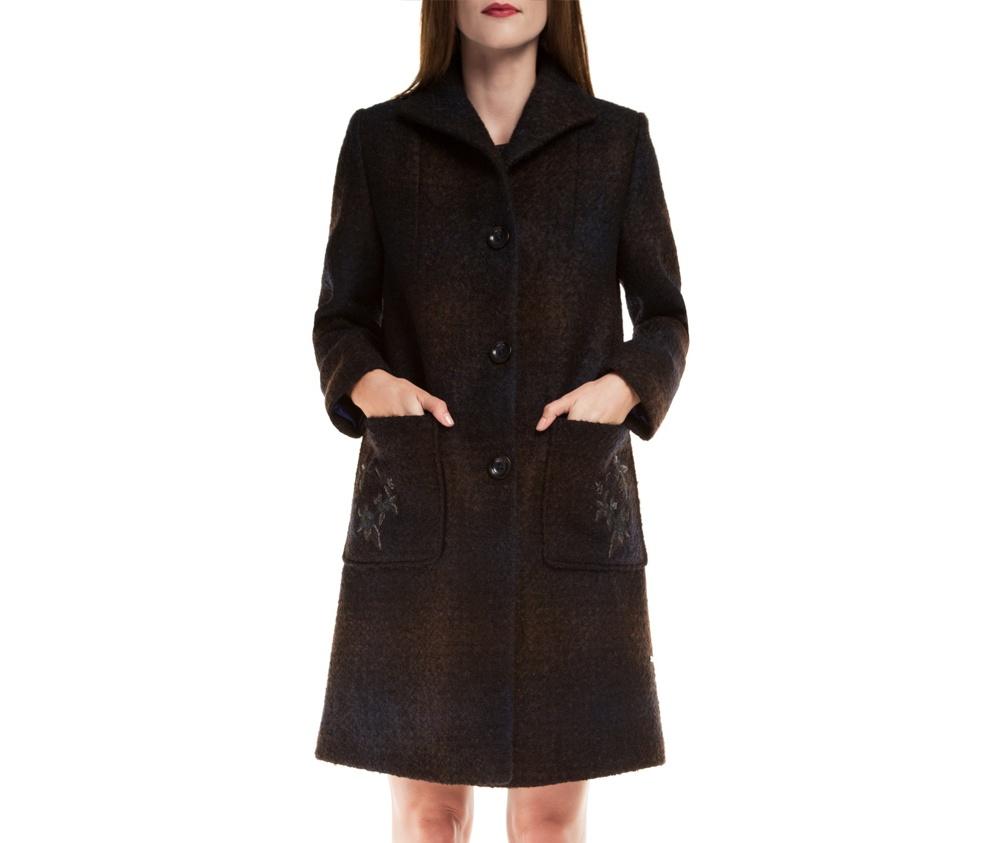 Пальто женскоеЖенское пальто из шерсти, с добавлением полиэстера, что предотвращает смятие и  делает модель долговечной. Пальто имеет 2 открытых внешних кармана и отложной воротник  на пуговице. Благодаря декоративной нашивке на кармане,  модель подчеркнет уникальный характер осенних комплектов.<br><br>секс: женщина<br>Размер INT: XL