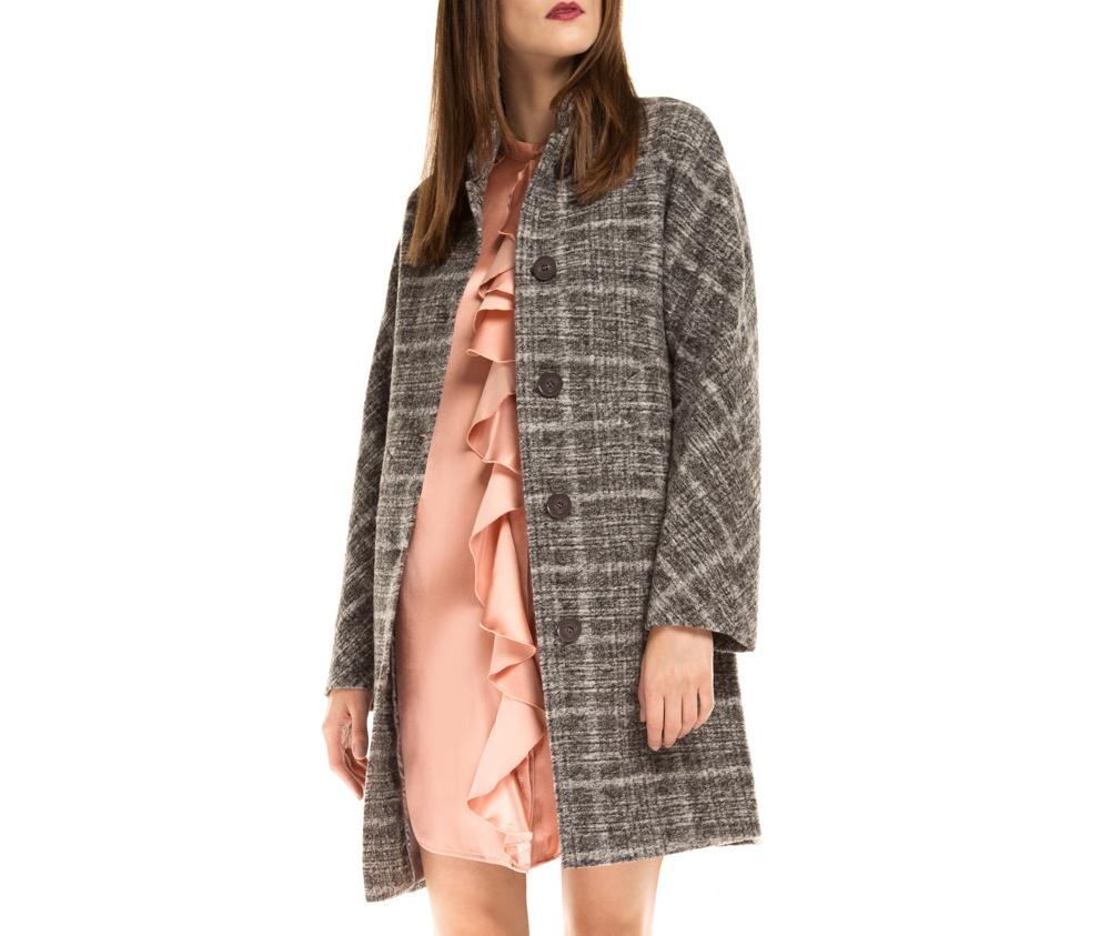 Пальто женскоеЖенское пальто из шерсти, с добавлением полиэстера, что предотвращает смятие и  делает модель долговечной. Модель дополняет воротник на пуговице. Данная модель- это отличный выбор,  который станет идеальным дополнением классического стиля.<br><br>секс: женщина<br>Размер INT: L