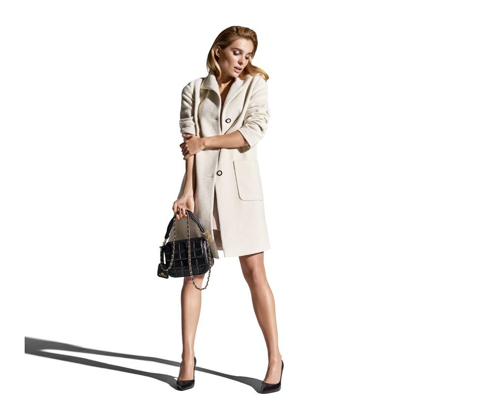 Пальто женскоеЖенское пальто из шерсти, с добавлением синтетических волокон, что предотвращает смятие и электризацию. Пальто имеет 2 открытых внешних кармана. Это отличный выбор, который будет идеальным дополнением классического стиля.<br><br>секс: женщина<br>Размер INT: L