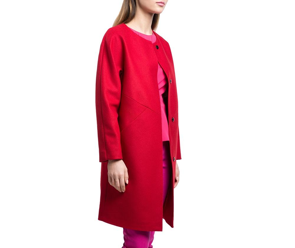 Плащ женскийЖенское пальто из шерсти, с добавлением полиэстера. Такое сочетание материала позитивно влияет на стабильность модели и делает пальто не мнущимся. Модель пальто с отложным воротником, застегивается на пуговицу, а так же оно имеет два открытых внешних кармана. Удобный крой, в сочетании с самым высоким качеством исполнения будет надежной защитой в холодную погоду.<br><br>секс: женщина<br>Размер INT: L<br>материал:: Шерсть<br>подкладка:: полиэстер<br>примерная общая длина (см):: 90