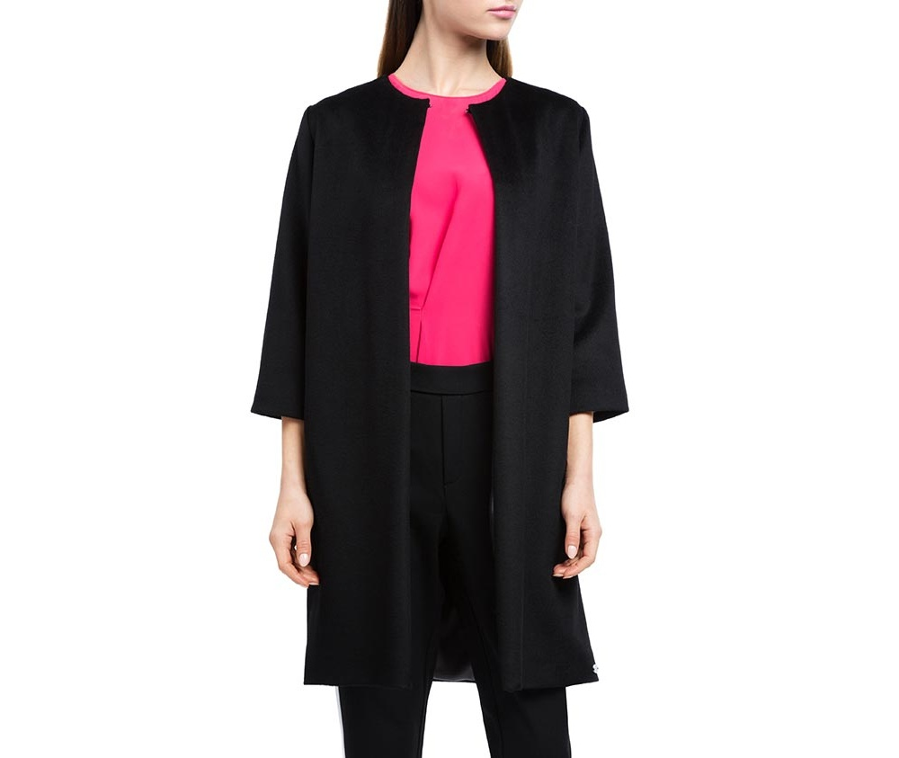Плащ женскийЖенское пальто из шерсти, с добавлением полиэстера. Такое сочетание материала позитивно влияет на стабильность модели и делает пальто не мнущимся. Пальто с полукруглым вырезом, имеет два открытых внешних кармана по бокам. Модный вид данной модели подходит для женщин в любом возрасте.<br><br>секс: женщина<br>Цвет: черный<br>Размер INT: S<br>материал:: Шерсть<br>подкладка:: полиэстер<br>примерная общая длина (см):: 90