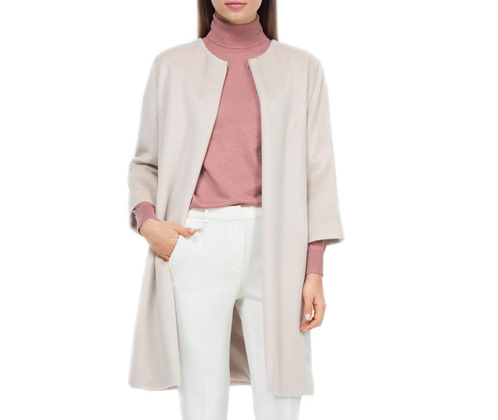 Плащ женскийЖенское пальто из шерсти, с добавлением полиэстера. Такое сочетание материала позитивно влияет на стабильность модели и делает пальто не мнущимся. Пальто с полукруглым вырезом, имеет два открытых внешних кармана по бокам. Модный вид данной модели подходит для женщин в любом возрасте.<br><br>секс: женщина<br>Цвет: бежевый<br>Размер INT: XL<br>материал:: Шерсть<br>подкладка:: полиэстер<br>примерная общая длина (см):: 90