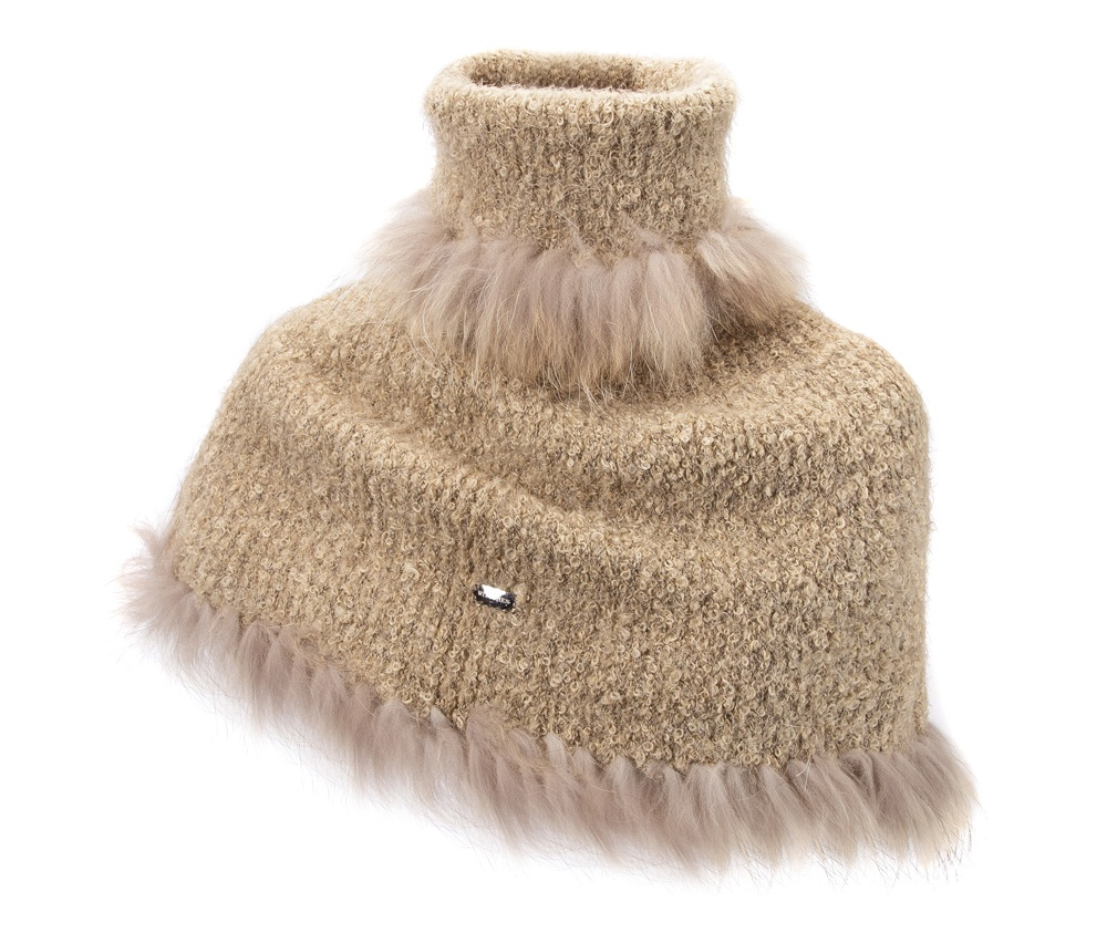 Женское пончоЭлегантное пончо сделано из высококачественного материала, оформлен отделкой из натурального кроличьего меха. Модель идеально подойдет для женщин, которые ценят удобство и следуют последним тенденциям моды.<br><br>секс: женщина<br>Цвет: бежевый<br>материал:: шерсть; акрил; полиэстер<br>высота (см):: 55<br>обхват:: 125