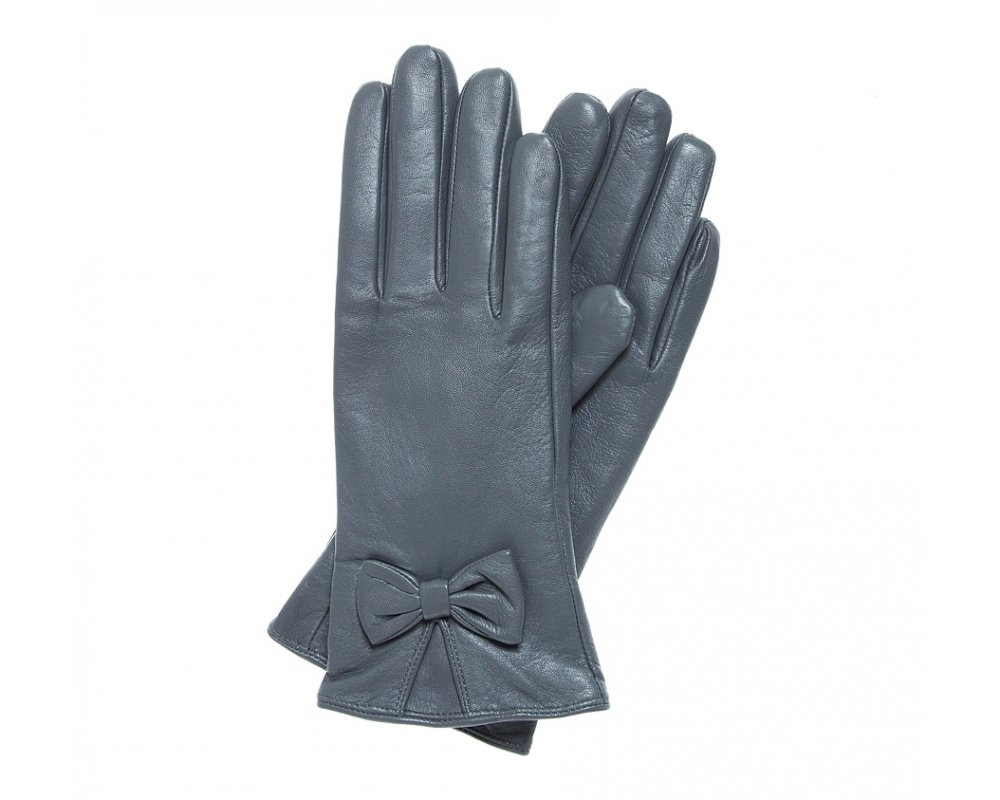 Перчатки женскиеЭлегантные, женские утепленные перчатки выполнены из высококачественной натуральной кожи.Перчатки идеально  ложатся по руке, благодаря вшитой изнутри эластичной резинке. Драпировка с декоративным бантиком подчеркивает привлекательность и уникальный дизайн. Перчатки станут прекрасным дополнением к  Вашему образу и обеспечат защиту от холода.<br><br>секс: женщина<br>Цвет: серый<br>Размер INT: M<br>вид:: утепленные<br>материал:: Натуральная кожа<br>подкладка:: polar