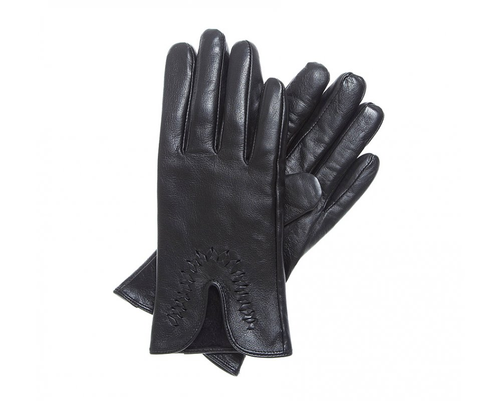 Перчатки женскиеЭлегантные, женские утепленные перчатки выполнены из высококачественной натуральной кожи. Модель имеет уникальный дизайн с акцентом в виде  привлекательного плетения  вокруг выреза. Перчатки станут прекрасным дополнением классического стиля.<br><br>секс: женщина<br>Цвет: черный<br>Размер INT: XL<br>вид:: утепленные<br>материал:: Натуральная кожа<br>подкладка:: polar