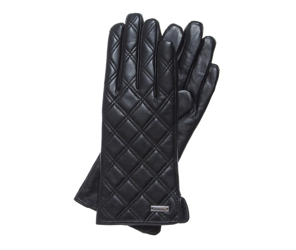 Перчатки женскиеЖенские утепленные перчатки выполнены из высококачественной натуральной кожи. Классические женские перчатки дополнены геометрической отстрочкой. Модель является универсальным аксессуаром , который дополнительно обеспечит надежную защиту от холода.<br><br>секс: женщина<br>Цвет: черный<br>Размер INT: S<br>вид:: утепленные<br>материал:: Натуральная кожа<br>подкладка:: polar