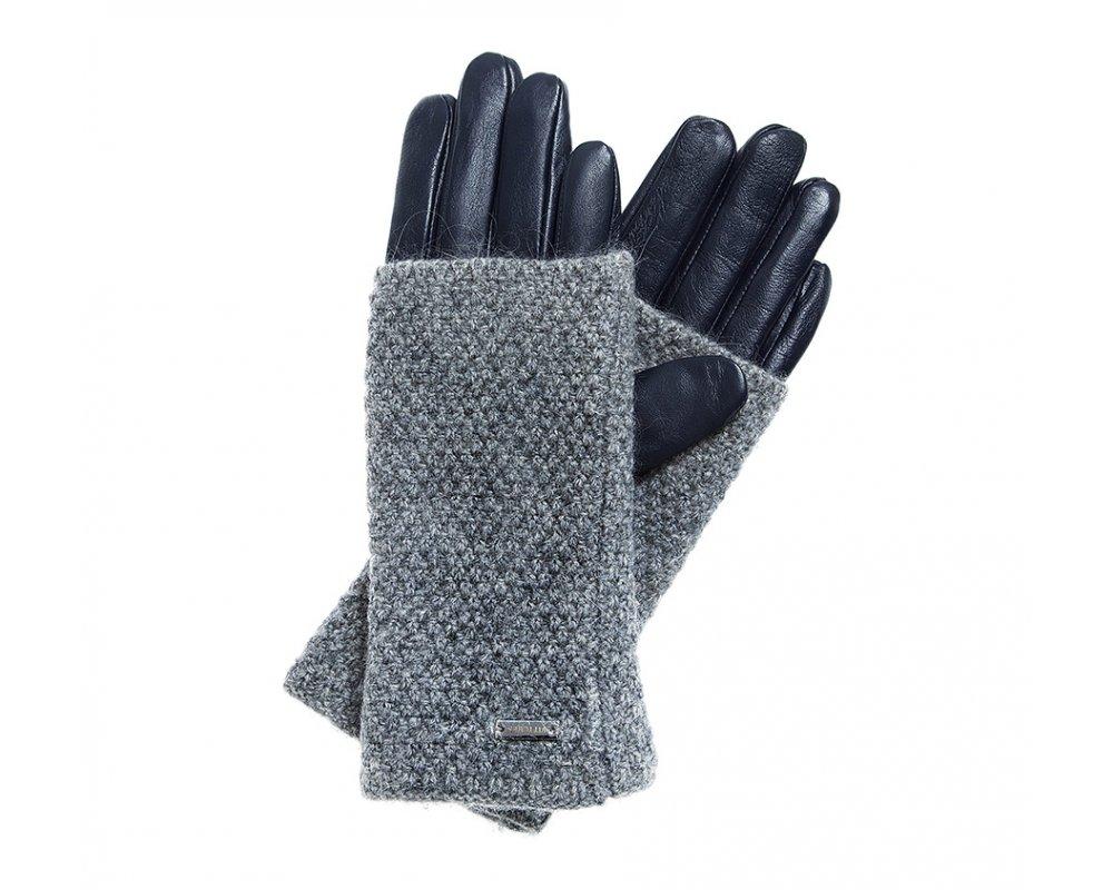 Перчатки женскиеЖенские утепленные перчатки выполнены из высококачественной натуральной кожи. Кроме того, перчатки покрыты вязаным материалом, который обеспечивает стильную защиту от холода.<br><br>секс: женщина<br>Цвет: фиолетовый<br>Размер INT: S<br>вид:: утепленные<br>материал:: Натуральная кожа<br>подкладка:: polar